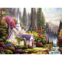 Kerkje met bloemen in de bergen